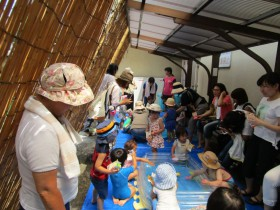 北区子ども・子育てプラザ「水あそび」の見守り・補助